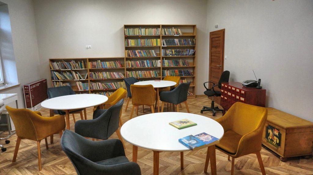 Czytelnia biblioteki w Woli Rzędzińskiej