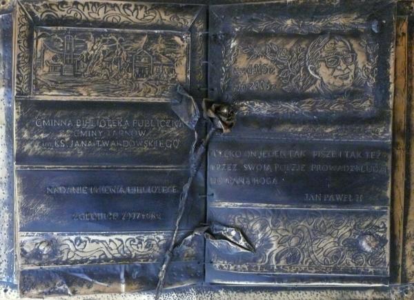 Tablica pamiątkowa w bibliotece w Zgłobicach